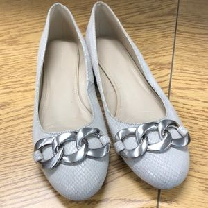 Size 9 Flats with chain detail